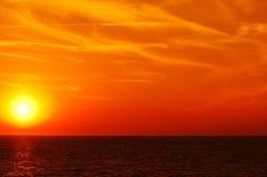 Zonsondergang op zee Royalty-vrije Stock Afbeeldingen