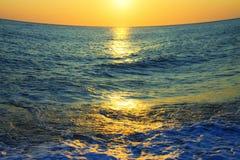 Zonsondergang op zee Stock Foto