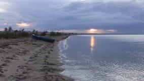 Zonsondergang op zee en boot, Griekenland Stock Afbeelding