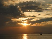 Zonsondergang op zee, het Oosten van Thailand Stock Afbeeldingen
