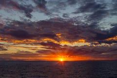 Zonsondergang op zee Middellandse-Zeegebied, Griekenland stock foto