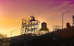 Zonsondergang Oud de Stadsteken over van iconisch Portland, Oregon in Portland van de binnenstad, Oregon stock fotografie