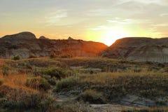 Zonsondergang over Badlands bij Dinosaurus Provinciaal Park, Alberta royalty-vrije stock fotografie