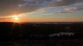 Zonsondergang over bergen in Maine stock videobeelden
