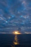 Zonsondergang over Binnenpassage, Alaska stock afbeelding