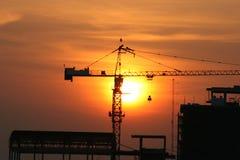 Zonsondergang over bouwconstructie. Royalty-vrije Stock Foto