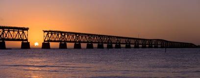 Zonsondergang over brug in de sleutels van Florida, Bahia Honda st Stock Foto