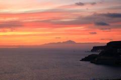 Zonsondergang over Canarische Eilanden, mening van Gran Canaria de vulkaan aan van Tenerife, Gr Teide, Spanje stock foto's