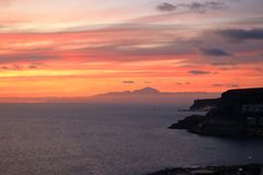 Zonsondergang over Canarische Eilanden, mening van Gran Canaria de vulkaan aan van Tenerife, Gr Teide, Spanje stock afbeeldingen