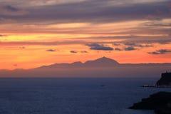 Zonsondergang over Canarische Eilanden, mening van Gran Canaria de vulkaan aan van Tenerife, Gr Teide, Spanje royalty-vrije stock foto
