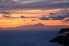 Zonsondergang over Canarische Eilanden, mening van Gran Canaria de vulkaan aan van Tenerife, Gr Teide, Spanje royalty-vrije stock afbeelding