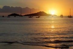 Zonsondergang over Caraïbische overzees in Guadeloupe royalty-vrije stock foto