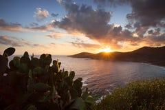 Zonsondergang over Cargese-dorp in Corsica, Frankrijk Royalty-vrije Stock Foto