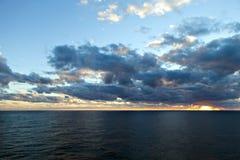 Zonsondergang over de Atlantische Oceaan Stock Foto