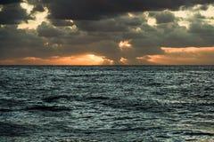 Zonsondergang over de Atlantische Oceaan stock foto's