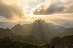 Zonsondergang over de bergen Royalty-vrije Stock Fotografie