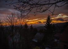 Zonsondergang over de bergen Stock Fotografie