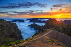 Zonsondergang over de bergen, het Eiland van Madera Stock Fotografie