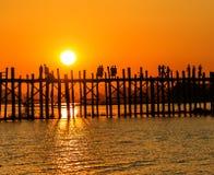 Zonsondergang over de brug Stock Afbeelding