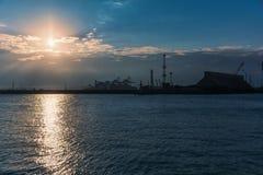 Zonsondergang over de haven Stock Afbeelding