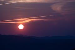 Zonsondergang over de heuvels Royalty-vrije Stock Fotografie