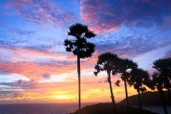 Zonsondergang over de Kaap van Prom Thep in Thailand stock afbeelding