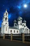 Zonsondergang over de kerk Stock Foto