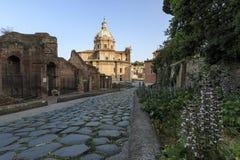 Zonsondergang over de Kerk van de Heiligen Luca e Martina dicht bij Roman Fora royalty-vrije stock afbeeldingen