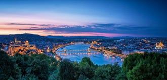 Zonsondergang over de Kettingsbrug en het Hongaarse Parlement Royalty-vrije Stock Foto's