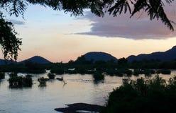 Zonsondergang over de Mekong Rivier stock afbeeldingen
