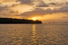 Zonsondergang over de oceaan royalty-vrije stock foto's