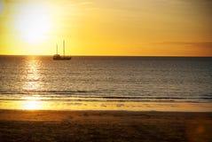 Zonsondergang over de oceaan Royalty-vrije Stock Fotografie