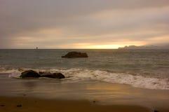 Zonsondergang over de oceaan Royalty-vrije Stock Foto