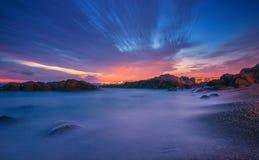 Zonsondergang over de oceaan Lange Blootstelling Stock Foto's