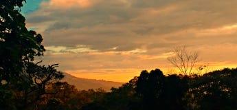 Zonsondergang over de rand Stock Foto's