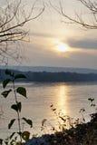 Zonsondergang over de rivier van Donau stock foto