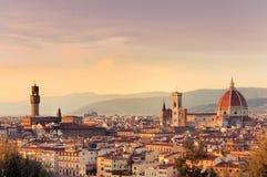 Zonsondergang over de stad van Florence, Italië Één van het district in Moskou stock afbeeldingen