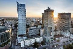 Zonsondergang over de stad van Warschau, Polen Royalty-vrije Stock Foto's