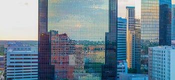 Zonsondergang over de stadshorizon van Charlotte van Noord-Carolina Stock Foto