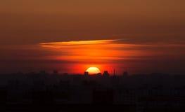 Zonsondergang over de stadsstad Stock Foto's