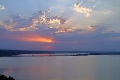 Zonsondergang over de veerboot royalty-vrije stock afbeelding