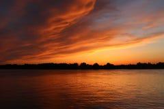 Zonsondergang over de Volga rivier, Astrakan Stock Foto