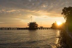 Zonsondergang over de zeehaven van Sukhumi, Abchazië Stock Foto