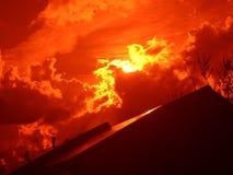 Zonsondergang over een gebouw Royalty-vrije Stock Foto