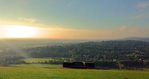 Zonsondergang over een heuvel hoogste mening Stock Foto
