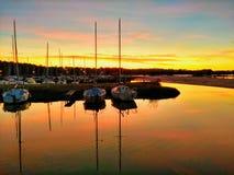 Zonsondergang over een kleine Franse jachthaven royalty-vrije stock foto's
