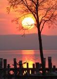 Zonsondergang over een meer Royalty-vrije Stock Fotografie