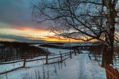 Zonsondergang over een oude begraafplaats Royalty-vrije Stock Foto's