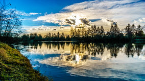 Zonsondergang over Fraser River in Brits Colombia, Canada royalty-vrije stock foto's