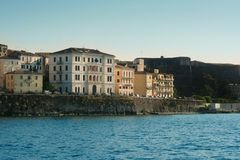 Zonsondergang over havenhuizen Royalty-vrije Stock Fotografie